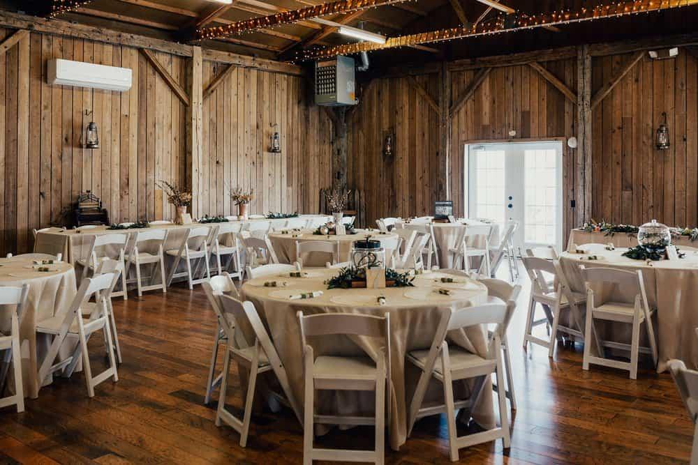 SNOWY OHIO BARN WEDDING | JOSH + HANNAH 8